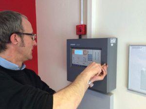 Trước khi bạn thi công hay lắp đặt thiết bị phòng cháy chữa cháy, bạn nên tìm hiểu rõ về các thiết bị báo cháy, chữa cháy mình muốn sử dụng. Nhờ vậy, các thiết bị này sẽ hoạt động tối ưu hơn.
